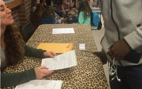 Young Democrats Club holds non-partisan voter registration for student body