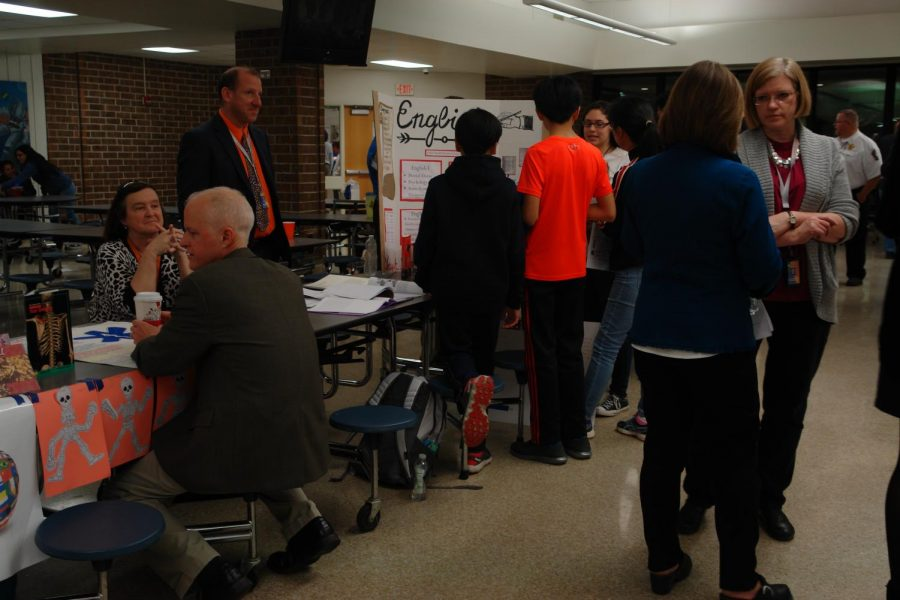 students and parents speak with English teachers about how the magnet theme relate to the English department