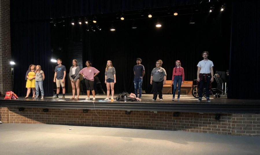 Cast+members+practicing+lines