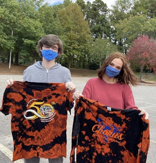 Seniors Will Wakeford and Leila Elmore show off their tie-dyed shirts