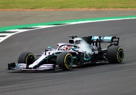 Drivers Kimi Räikkönen and Lewis Hamilton both break Formula 1 records.